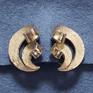 Trifari Vintage Brushed Gold Tone Swoop Clip On Earrings